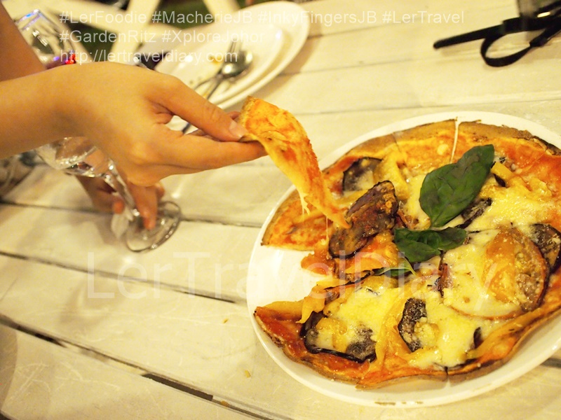 Vegan Delight RM14.80. It is the most refreshing pizza among all. The topping are mushroom, tomato, brinjal, capsican, basil leaves and some cheese.
