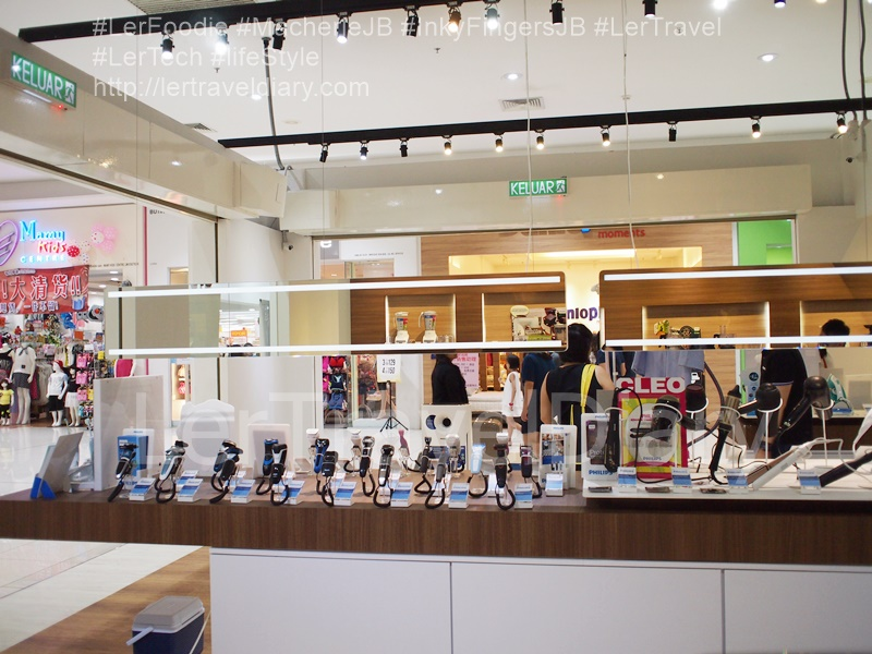 Philips LifeStyle Store display area.