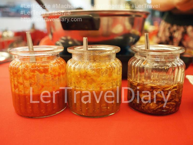 3 type of dipping sauces. The left bottle is the red cili sauce. It is mild spicy. The middle bottle is the super spicy cili sauce. Please think twice before you take this cili sauce. The bottle on the right is garlic oil. It will increase the soup fragrant.