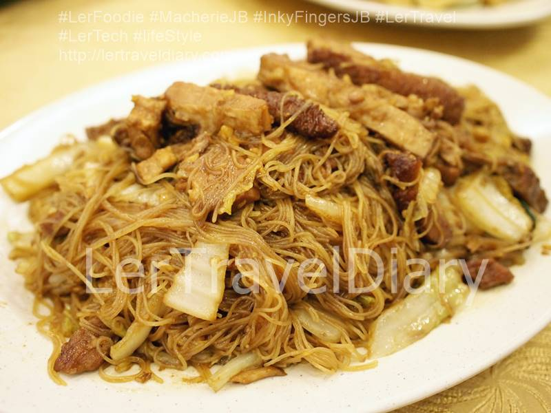 Braised Pork sir fried Mee Hoon RM21.00 is a signature dish here. You can see the good amount of braised pork slice in the fried noodle. The chef used a lot of gralic to increase the fragrant.