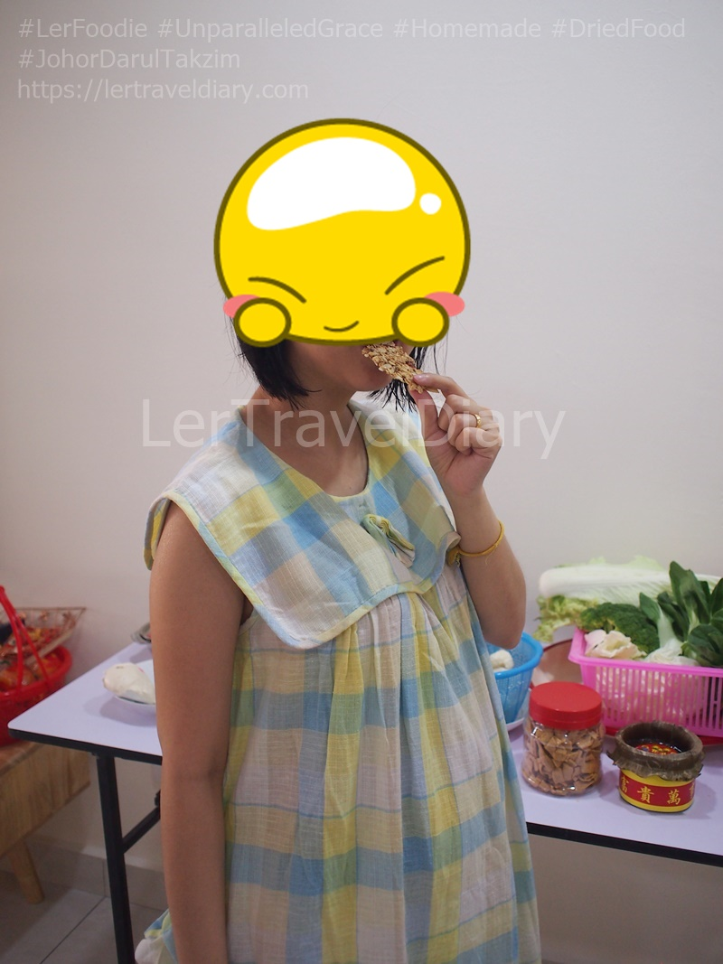 Dried fruit with no preservative and any additional chemical additives are best for pregnant lady.
