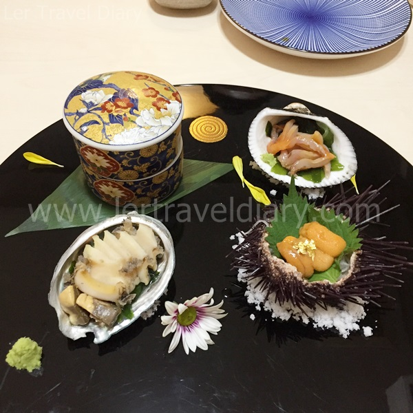 1) Appetizer consist of fresh abalone, cockle, squid, sea urchin shashimi and sea weed in vinegar.
