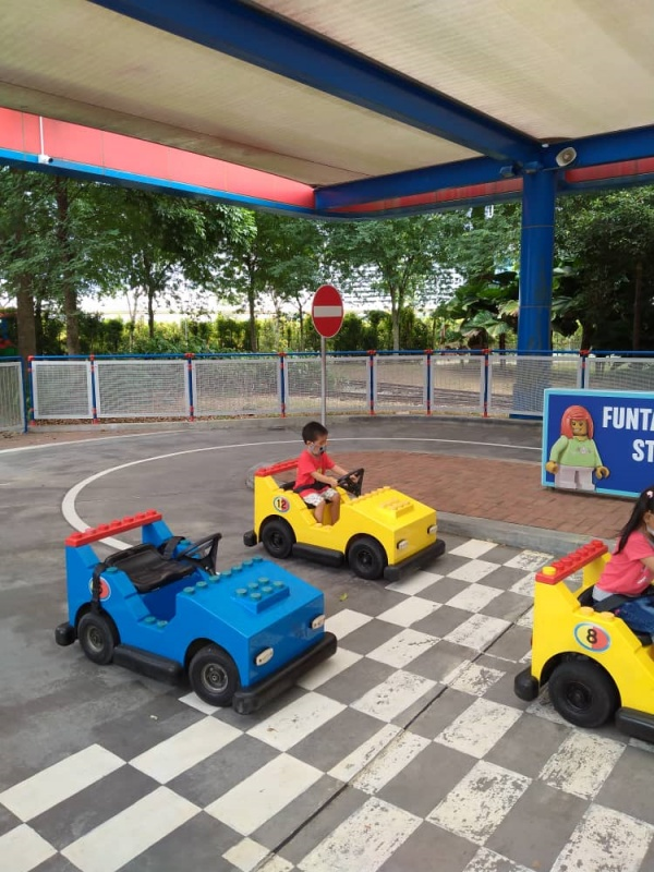 Chen is having fun in Legoland Malaysia